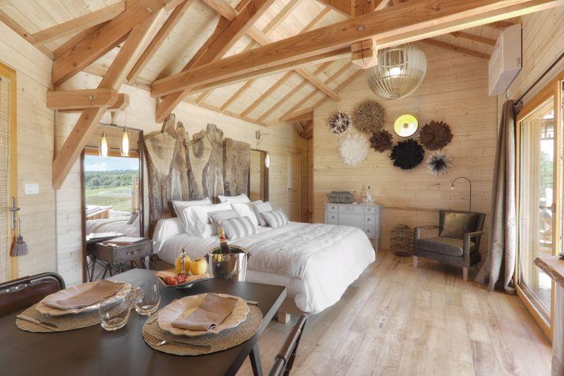 Cabane avec spa et sauna cabane spa et chambre d 39 h te - Chambre d hote couleur bois et spa ...